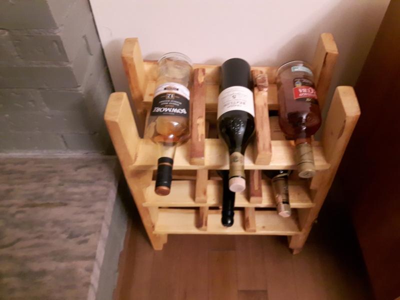 Casier à bouteilles de vin. Dimensions: 17 1/2